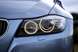 Guide of headlight bulb changing